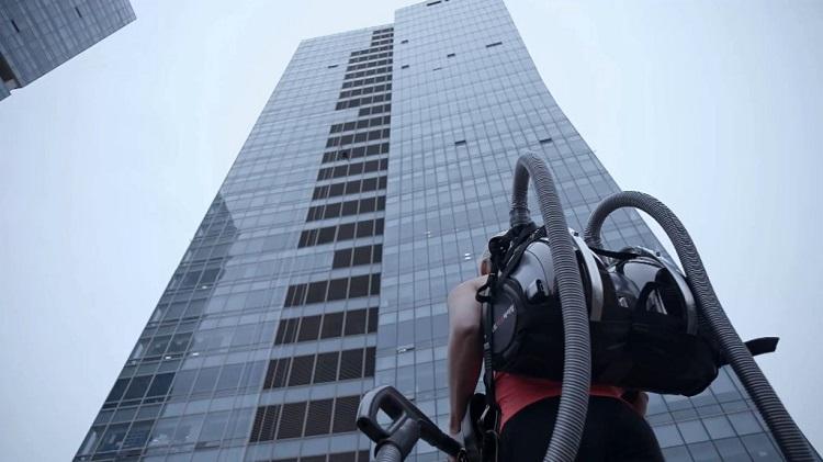 صعود از برج 140 متری با جاروبرقی CORDZERO الجی!