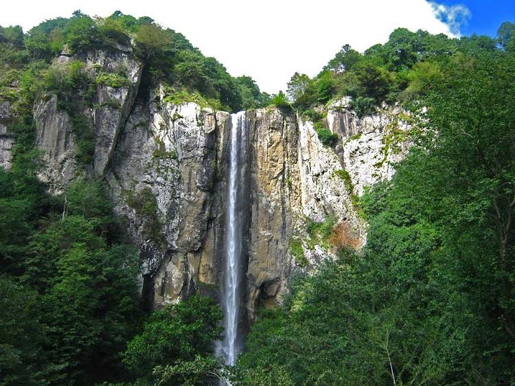 آشنایی با آبشار بکر و زیبای لاتون