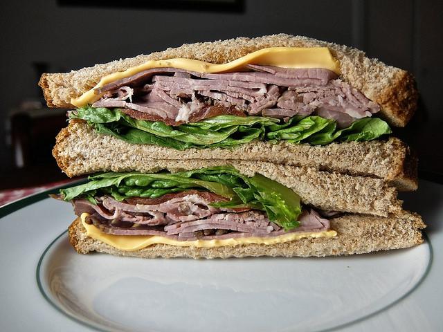 مقداری روغن میتواند مانع خیس شدن ساندویچ شما شود
