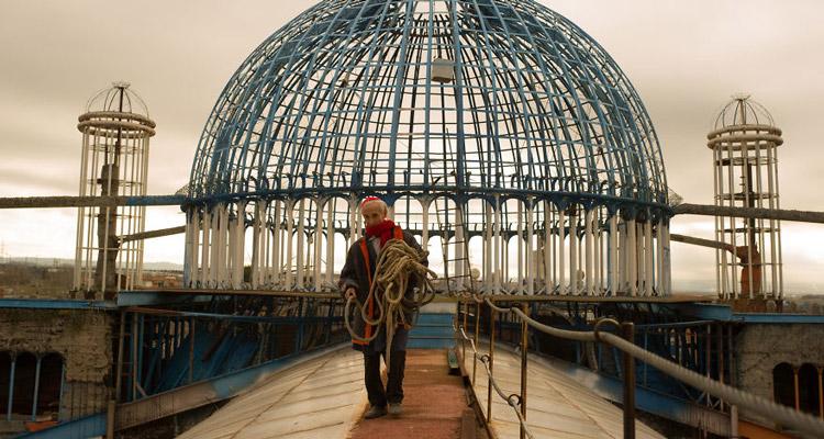 مردی که طی پنجاه سال به تنهایی کلیسای جامع خود را ساخته است