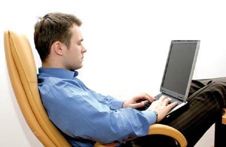 ارگونومی کار با کامپیوتر و نشستن صحیح پشت میز