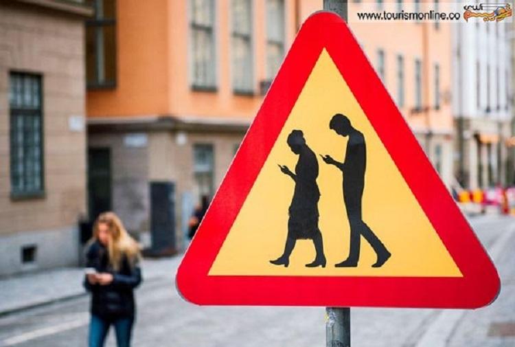 تابلوهای هشدار دهنده بابت حواس پرتی به موبایل در شهر سئول