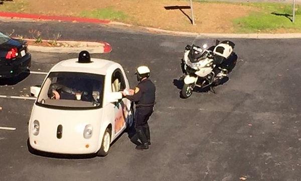پلیس خودروی بدون سرنشین گوگل را جریمه کرد
