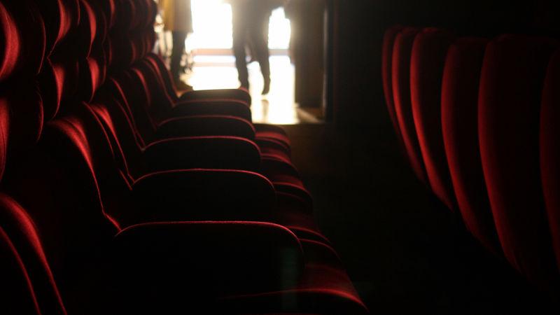 کدام صندلی سالن سینما را بخریم؟