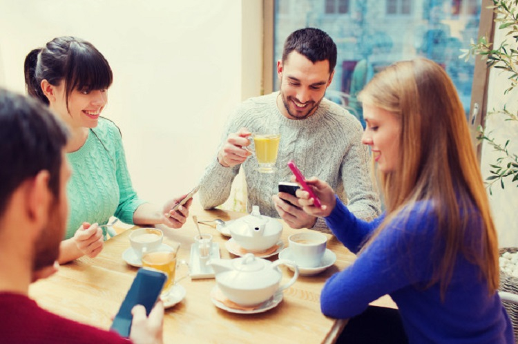 آمریکاییها بیش از دیگر ملتها به گوشی هوشمند خود وابستهاند